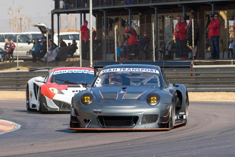 Franco Scribante leads Charl Arangies in Race 1